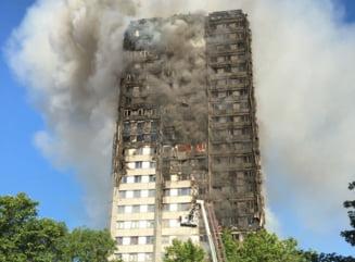 Locatarii blocului din Londra, ale caror case au fost distruse in incendiu, vor primi bani de la Guvern