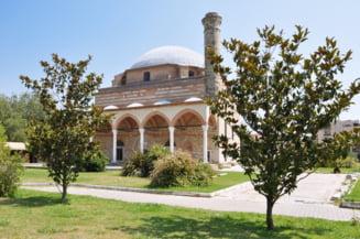 Locuitorii dintr-un oras grec au atacat cu pietre o moschee veche de 450 de ani, ca raspuns la decizia lui Erdogan privind bazilica Sfanta Sofia