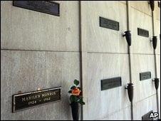 Locul de veci de deasupra lui Marilyn Monroe ramane nevandut