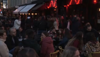 Londonezii s-au inghesuit in pub-uri chiar din prima zi de relaxare a masurilor VIDEO