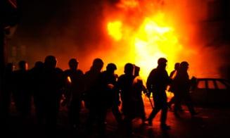 Londra in flacari - Violentele s-au extins in alte trei orase (Video)
