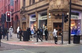 Londra in flacari: Cetatenii se organizeaza si se apara de huligani