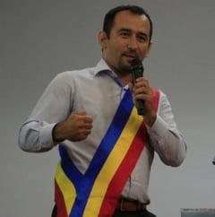 Lovitura de teatru intr-un oras de pe Clisura Dunarii. Primarul in functie, sustinut de PSD si Pro Romania, eliminat de un cetatean din cursa pentru un nou mandat