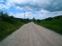 Lucrari de intretinere pe drumurile Sucutard - Chiris si Chiris -Muresenii de Campie - Barai