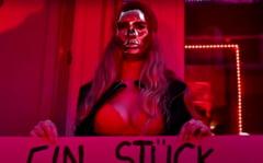 Lucratoarele sexuale din Romania protesteaza in Germania, cerand redeschiderea bordelurilor. Spun ca au ajuns sa ceara bani de la familiile din tara pentru chirie si mancare