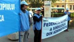 Lucratorii din administratia locala intra in greva pe 30 aprile