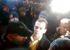 Ludovic Orban nu se lasa - din nou in Piata Universitatii, din nou huiduit si bruscat
