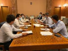 Ludovic Orban si Dan Barna sustin sambata o conferinta de presa pentru anuntarea candidatilor la Bucuresti