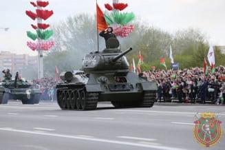 Lukasenko vs. Putin, de Ziua Victoriei: Parada cu zeci de mii de oameni la Minsk. Putin, singur la Moscova (Foto & Video)