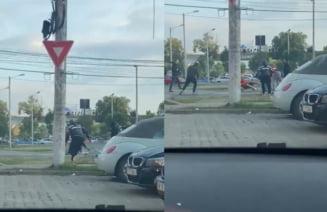 Lupte de stradă la Timișoara, între fanii dinamoviști și cei bănățeni! Șase dintre ei au fost ridicați de jandarmi și duși la audieri VIDEO