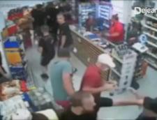 Lupte de strada la Dej! Fanii stelisti l-au batut groaznic pe un fost consilier local VIDEO