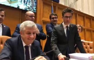 Lupte incredibile in Parlament: Opozitia a fortat revocarea lui Dragnea, Iordache a tinut cu dintii de scaun pana la final (Video)