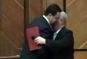 Lupu s-a imbratisat cu Voronin in Parlament
