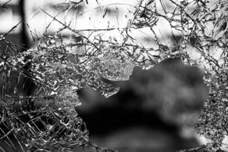 MAE: Opt romani implicati intr-un accident rutier in Arezzo, Italia. Patru au murit