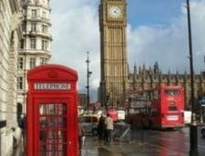 MAE: Studentii romani din Marea Britanie au probleme din cauza birocratiei