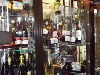 MApN cumpara aproape 10.000 de litri de vin: Sa fie limpede-cristalin si fara gust strain!