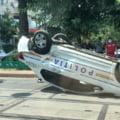 Mașină de poliție care transporta deținuți, răsturnată în Capitală. Două persoane au fost rănite
