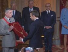 Macron este noul presedinte al Frantei. A lacrimat, a purtat un costum de 450 de euro si a facut multi oameni fericiti (Galerie foto)