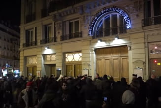 Macron si sotia, evacuati de urgenta dintr-un teatru, din cauza protestatarilor care au fortat intrarea (Video)