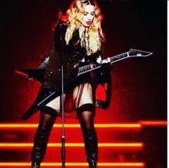 Madonna, acuzata ca a cantat beata, riposteaza: Asta se intampla cand oamenii iau informatiile din tabloide