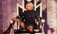 Madonna, amenintata cu demisia de echipa de turneu