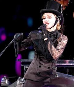 Madonna vine la Bucuresti cu 100 de camioane si 1.300 de prosoape