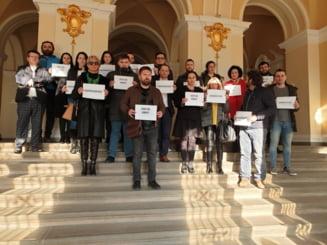 Magistratii care au protestat la Oradea au facut o lista cu 9 revendicari pentru ca justitia sa fie independenta