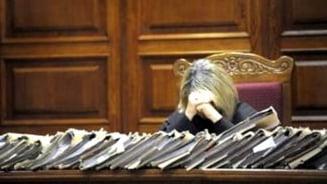 Magistratii condamnati pentru coruptie raman fara pensie speciala - Basescu a promulgat legea