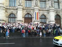 Magistratii protesteaza din nou, luni, pe treptele Palatului de Justitie din Bucuresti