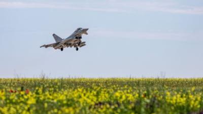 Mai multe avioane de vanatoare rusesti, interceptate de aeronavele Typhoon britanice in timp ce intrau in spatiul aerian al Romaniei
