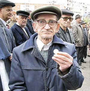 Majorarea cu 50% a pensiilor de grad I s-ar putea amana