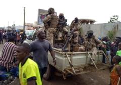 """Mali: Un scaun, un dozator de apa si un stand TV, revendicate ca """"prada de razboi"""" in timpul loviturii de stat"""