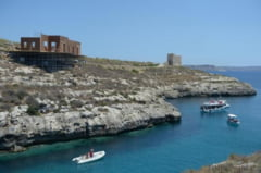 Maltezii, suparati la culme pe Angelina Jolie si Brad Pitt