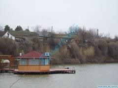 Malul lacului Iezeru pune in pericol cateva gospodarii