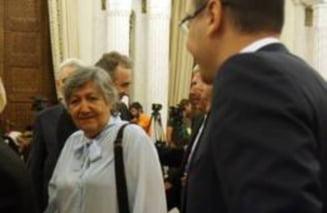"Mama lui Ponta: ""Bine, Victor, de-aia am mancat noi bataie pe 13 iunie '90?"""