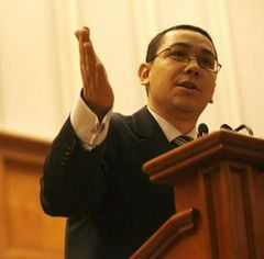 Mama lui Victor Ponta: Pe Emil Boc l-as fi batut si eu