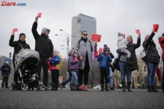 Mamele au protestat in Piata Victoriei: Ne-au scazut indemnizatiile, ne furati viitorul! (Video)