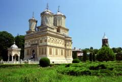 Manastirea Curtea de Arges risca sa nu intre in patrimoniul UNESCO din cauza termopanelor