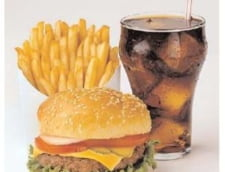 Mancarea de la fast-food predispune la dementa