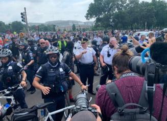 Manifestaţie pro-Donald Trump la Capitoliu. Poliţiştii au intervenit pentru a calma spiritele VIDEO