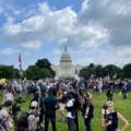 Manifestație pro-Trump la Capitoliu. Ziduri de protecție și polițiști înarmați cu scuturi VIDEO