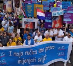 "Manifestatie anti-avort in Croatia. Mii de oameni au defilat sambata la Zagreb cu sloganul ""Unborn Lives Matter, Too"""
