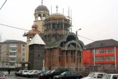 Mantuire cu forta: Zeci de romani, dati in judecata de Biserica. Afla motivul