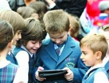 """Manualele scolare ajung pe masa DNA: """"Licitatia, cel mai mare jaf din educatie"""""""