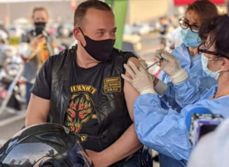 """Maraton de vaccinare in Piata Constitutiei din Capitala. Citu: """"Avem toate conditiile sa ajungem la 5 milioane de persoane vaccinate pana la 1 iunie"""""""