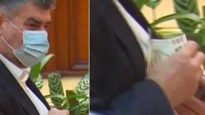 Marcel Ciolacu, surprins din nou cu banii zburati din sacou. Mai multe bancnote de 200 de lei i-au sarit cand isi cauta cartela de vot