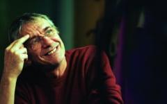 """Marcel Iures joaca astazi pe scena Teatrului Municipal Bacovia in """"Vanilla Skype"""", primul spectacol de teatru cu casting pentru spectatori"""