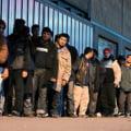 Marea Britanie extinde restrictiile de munca pentru romani - MAE regreta