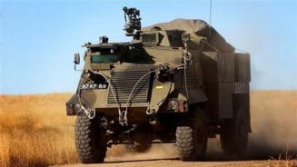 Marea Britanie trimite zeci de blindate in Ucraina
