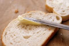 """Margarina, """"otrava"""" pe care o intindem pe paine. E plina de E-uri si are un continut urias de grasime"""